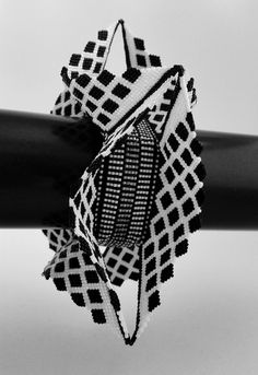 Geometric peyote beadwoven bangle by Violetta Pretorius