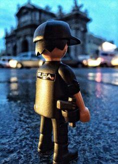 Mientras duermes ,el vigila tu descanso , playmobil Policia Nacional (España)
