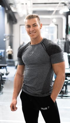 Devant seamless t-shirt - black sport outfits-men in 2019 мужские Outfits Hombre, Sport Outfits, Gym Style, Mens Fitness, Gym Men, Men Casual, Menswear, T Shirt, Gym Fashion