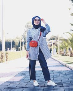 ŞÜHEDA TÜRKOĞLU Girl Hijab, Hijab Outfit, Dress Outfits, Casual Outfits, Modest Fashion, Hijab Fashion, Hijab Trends, Hijab Chic, Mode Hijab
