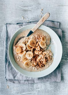 This is for when you are fed up with muesli and yogurt just like me! Or of course you are a fan of smoothie bowls. A smoothie bowl is a slightly thick. Muesli, Granola, Instant Pot Oatmeal Recipe, Oatmeal Recipes, Feel Good Food, Good Foods To Eat, Smoothie Bowl, Smoothie Recipes, Breakfast Bowls