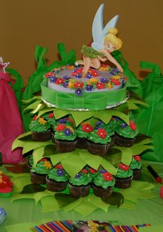 Events & Crafts.: Tinkerbell cake and cupcake display style