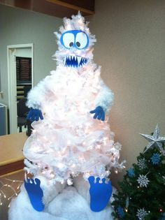 I rounded up my favorite ideas to do with a white Christmas trees on Pinterest! Unfortunately I couldn't track down the original sources of who made most of them so if you know…message me please! Frosty the Snowman Christmas Tree – This is such an easy idea if you have a pre-lit white Christmas tree! …