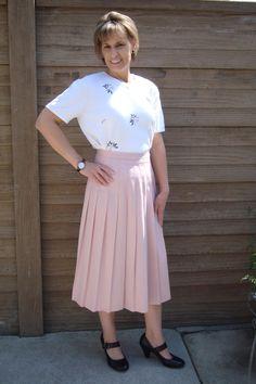 Long Skirts// Pleated Skirts// Pink Skirts// Long Pink Pleated Skirts// 1970's Skirts door TheVintageMirror op Etsy https://www.etsy.com/nl/listing/129326693/long-skirts-pleated-skirts-pink-skirts