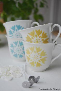 Vadelmia ja Pioneja Vintage Dishes, Cut Flowers, Finland, Art Deco, Porcelain, Diy Projects, Gardening, Candles, Retro