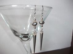 Silver spike earrings with crystals de la boutique BijouxdeBrigitte sur Etsy Martini, Boutique, Etsy, Tableware, Glass, Handmade Gifts, Unique Jewelry, Boucle D'oreille, Locs