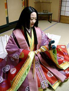 A woman dressed in junihitoe