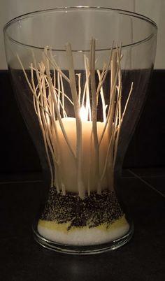 Centrotavola di matrimonio fatti con vasi, sabbia e legnetti Ikea