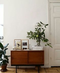 Furnishing ideas: vintage furniture Einrichtungsideen: Vintage-Möbel Hallway: furnished with a vintage chest of drawers ideas # cozy Apartment Inspiration, Interior Inspiration, Bedroom Inspiration, Design Inspiration, Design Ideas, Travel Inspiration, Living Room Hutch, Living Rooms, Casa Mix