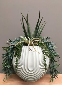 Large Succulent Arrangements Texture 34 Ideas For 2019 Large Succulent Plants, Succulent Garden Diy Indoor, Hanging Succulents, Faux Succulents, Faux Plants, Succulent Terrarium, Terrariums, Succulent Centerpieces, Succulent Arrangements