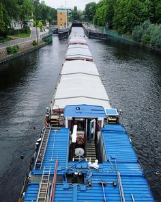 A little #perspective looking down the length of a huge #freight #barge about to enter a lock on the #Havel in #Spandau #Berlin. Although the picture doesn't fully show it the barge was the length of a football pitch. #Water #maritime #boat  #IgersBerlin #Germany #IgersGermany #Deutschland #tower #travel #tourism #tourist #leisure #life #wasser