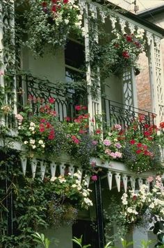 Beautiful English Country Gardens ~ Love-sepphoras - Home Designs 2017 Balcony Plants, Balcony Garden, Outdoor Rooms, Outdoor Gardens, Beautiful Gardens, Beautiful Flowers, Beautiful Beautiful, English Country Gardens, Window Boxes
