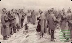"""Ausstellung in den Priesterhäusern Zwickau vom 22. Februar bis 17. Mai Vor 100 Jahren lagen sich Deutsche, Briten, Belgier und Franzosen in den flämischen Schützengräben gegenüber. Dann geschah ein Wunder: Die Feinde riefen einen spontanen Waffenstillstand aus. Die Ausstellung """"Christmas Truce. Erster Weltkrieg"""", die am 22. Februar um 15 Uhr in den Priesterhäusern Zwickau, Domhof 5-8, eröffnet wird, möchte nicht nur an den Ersten Weltkrieg erinnern, der vor gut 100 Jahren ausbrach"""