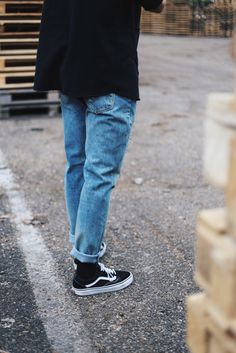 Men's and womens fashion, clothing, apparel - minimal streetwear / street style outfits . Check out our clothing line launching 2017 Vans Old Skool Outfit, Vans Outfit, Vans Old Skool Mens, Outfit Jeans, Streetwear, Sneakers Fashion, Fashion Outfits, Womens Fashion, Style Fashion