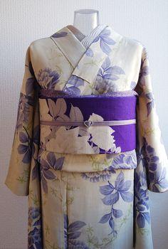 5月は薔薇の季節ということで 薔薇尽くしにしました。 着物も帯も昨年と同じコーディネートなので小物をチェンジ☆ 全体的に淡いトーンでまとめてみました。少...