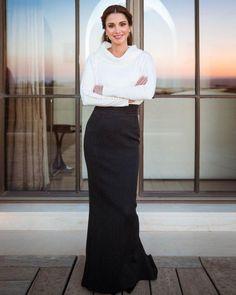 October 2016 - New official Portrait of Queen Rania Al Abdullah - dress by Krikor Jabotian