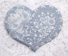 Hand Painted Soft Blue MUD Roses Heart Cookie with Rhinestone Bling 29 I wish I could draw more than stick dogs and cats. Can you stand how gorgeous? Heart Cookies, Cute Cookies, Cupcake Cookies, Valentine Cookies, Easter Cookies, Valentines, Wedding Cookies, Wedding Cupcakes, Desserts With Biscuits