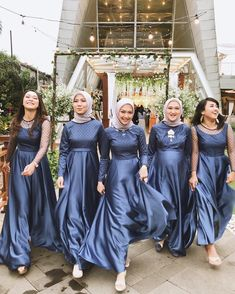 Dress Brukat, Hijab Dress Party, The Dress, Dress Outfits, Kebaya Modern Dress, Kebaya Dress, Dress Brokat Muslim, Muslim Dress, Mismatched Bridesmaid Dresses
