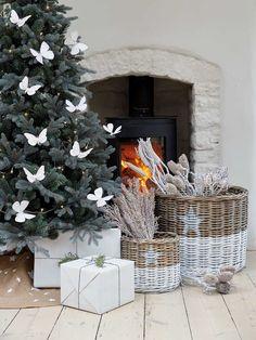 Borboletinhas na árvore - Que amor! #decoraçãodenatal