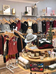 Boutique display Clothing Boutique Interior, Clothing Store Design, Boutique Store Displays, Boutique Stores, Botique Clothing, Baby Store Display, Emma Clothing, Fashion Retail Interior, Retail Merchandising