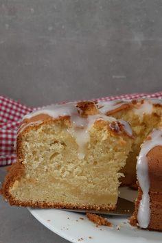 Zitronenkuchen habe ich so oft gebacken, ich weiß meine Zutaten mittlerweile auswendig. So machst du den fluffigsten Zitronenkuchen der Welt. #Zitronenkuchen #skyr #geburtstagskuchen