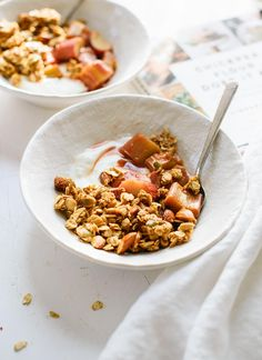 Extra clumpy granola with stewed rhubarb from the Chickpea Flour Does It All cookbook - Cookie and Kate Stewed Rhubarb Recipe, Rhubarb Recipes, Sweet Breakfast, Vegan Breakfast, Brunch Recipes, Breakfast Recipes, Recipes Dinner, Breakfast Ideas, Rezepte