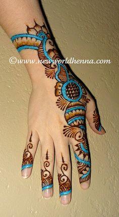 Henna w/ pop-o-color! I want a real tattoo like this! Arte Mehndi, Mehndi Art, Henna Mehndi, Henna Art, Mehendi, Mehndi Tattoo, Fun Tattoo, Pakistani Mehndi, Henna Mandala