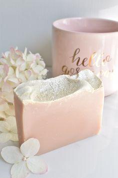 Lye Soap, Soap Molds, Handmade Soaps, Handmade Headbands, Handmade Crafts, Handmade Rugs, Diy Conditioner, Homemade Soap Recipes, Homemade Cards