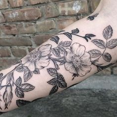 Closeup #blackworkerssubmission #blacktattoomag #blackwork #inkstinctsubmission #flowers #floralbeauty #dogrose #mary_tereshchenko: