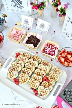 It's time to celebrate your favorite gal pals with a fun Galentine's Day Brunch! We're sharing some fun brunch ideas + the how tos! Valentinstag Party, Valentines Day Food, Valentine Party, Valentines Breakfast, Brunch Party Decorations, Valentine Decorations, Birthday Brunch, Birthday Celebration, 21st Birthday