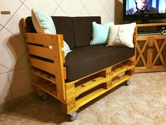 Rolling Pallet Cushioned Seat - 150+ Wonderful Pallet Furniture Ideas | 101 Pallet Ideas - Part 7