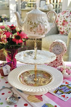 Mad Tea Party Teapot Cake Stand ...cutest thing ever! ♥