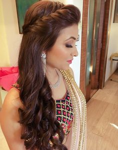 Find more information on easy wedding hairstyles Saree Hairstyles, Open Hairstyles, Indian Hairstyles, Hairstyles Haircuts, Baddie Hairstyles, Girl Haircuts, Elegant Hairstyles, Everyday Hairstyles, Formal Hairstyles