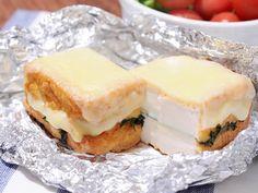 カリっと焼けた厚揚げとチーズの組み合わせに「ヤマサ昆布ぽん酢 スーパーマイルド」の柔らかい酸味がよく合います。お好みで山椒や七味をかけると、ビールのおつまみにもピッタリ!