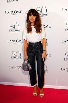Miroslava Duma in high waisted cropped jeans.