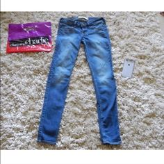 Hollister blue jeans Look new. These are a great fit and they're very comfortable! *size 1* Hollister Pants Skinny