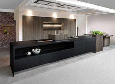 Deze keuken bevat verschillende designelementen die niet alledaags te zien zijn in een keuken. De...