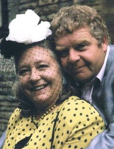Keeping Up Appearances. British Tv Comedies, Classic Comedies, British Comedy, British Actors, Comedy Tv Shows, Real Movies, Keeping Up Appearances, Classic Tv, Keep Up