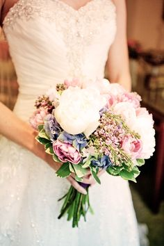 Obsessed with these colors! Photo by Kelly T. #MinneapolisWeddingFlorists #WeddingFlowers