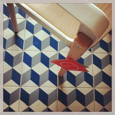 #Tiles #vivesceramica #vintagefloortiles #graphic #opticalillusion #magisdesign #steelewoodchair #designerfurniture