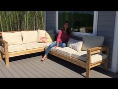How to Build a Outdoor Sectional Tutorial - Modern Design Modern Outdoor Sofas, Outdoor Couch, Pallet Patio Furniture, Diy Garden Furniture, Outdoor Furniture Plans, Furniture Projects, Wood Furniture, Diy Sofa, Diy Terrasse