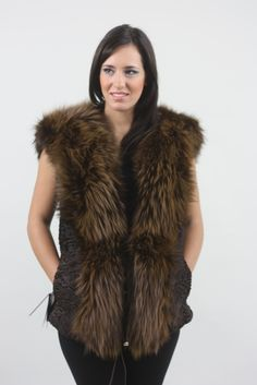 Discover Fashion Oriented Fur Vests with Focus on Style and Quality , Made to Flatter and Stand out of the Ordinary . 60 Years Of Tradition In Fur Making! Real Fur Vest, Fox Fur Vest, Fur Jacket, Fur Coat, Black Bodysuit Outfit, Faux Fur Gilet, How To Make Brown, Body Suit Outfits, Stylish Jackets