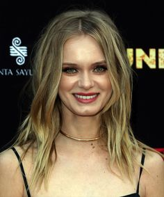View yourself with this Sara Paxton Long Wavy Blonde Shag Hairstyle Long Shag Hairstyles, Long Shag Haircut, Side Bangs Hairstyles, Celebrity Hairstyles, Hairstyles Haircuts, Fly Away Hair, Medium Hair Styles, Long Hair Styles, Medium Blonde
