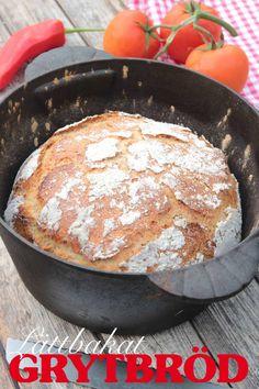 Oerhört saftigt bröd med en härlig, knaprig brödskorpa. Bread Recipes, Baking Recipes, Cake Recipes, Swedish Bread, Bread Bun, Bread Bowls, Swedish Recipes, Coffee Cake, Bread Baking