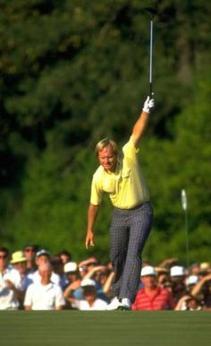 Jack Nicklaus raises his putter as a birdie putt drops in the final round at the 1986 Masters - David Cannon / Getty Images