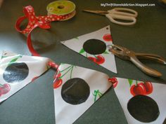 My Thrift Store Addiction: Absolutely No Sewing: Oil Cloth Garden Banner #EasyDIYProjects #GardenBanners  Aimee: Oilcloth banner with chalkboard circles for Congrats, etc