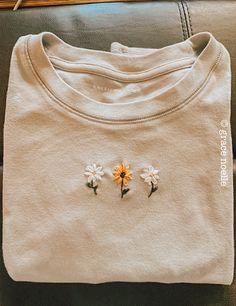 Embroidery On Clothes, Simple Embroidery, Embroidered Clothes, Embroidery Art, Embroidery Patterns, Trendy Outfits, Cute Outfits, Diy Fashion, Fashion Outfits