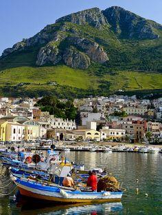 Castellammare del Golfo, vista sul porto e la città vecchia. Sicilia, Italia. Sicily - Italy by Mau71, via Flickr