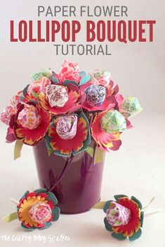 Gift a beautiful paper flower sucker bouquet, perfect for spring. Click here for the complete step-by-step tutorial. #thecraftyblogstalker #flowersucker #suckerbouquet #lollipopbouquet Lollipop Bouquet, Candy Bouquet, Candy Wreath, Flower Crafts, Diy Flowers, Paper Flowers, Candy Crafts, Paper Crafts, Diy Paper