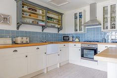 A superbly designed reverse level self-catering cottage in the village of Trevarrian on the North Cornwall coast